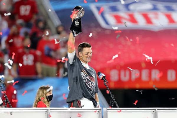 Super Bowl MVP Tom Brady (12) of the Buccaneers hoists the Lombardi Trophy after the Super Bowl LV game